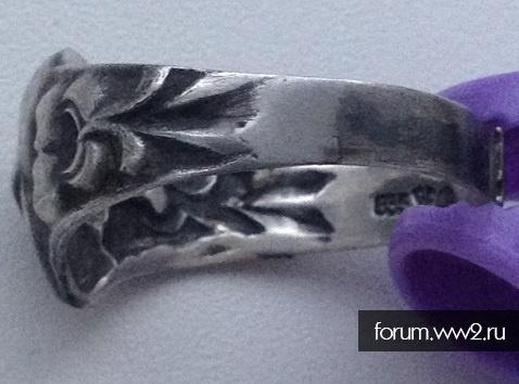 кольцо с повернутым черепом