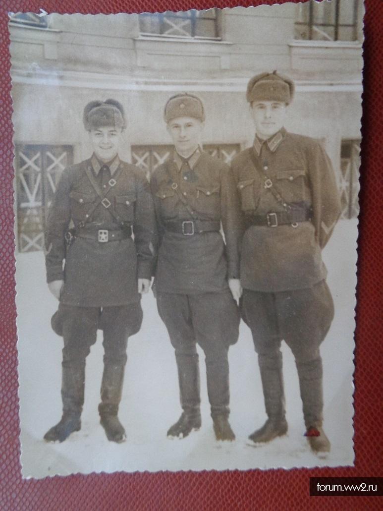 Фотография трех саперов РККА